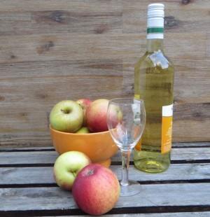 Apfelwein und Äpfel