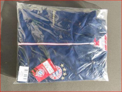 FC Bayern München Jacke Original Verpackt in Folie eingeschweißt. Nagelneu kaufen